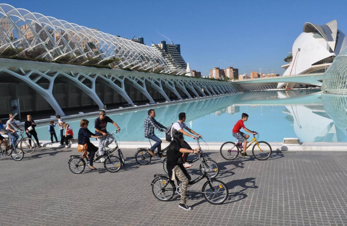 Marcha en bicicleta con actividades lúdicas para fomentar la igualdad entre hombres y mujeres