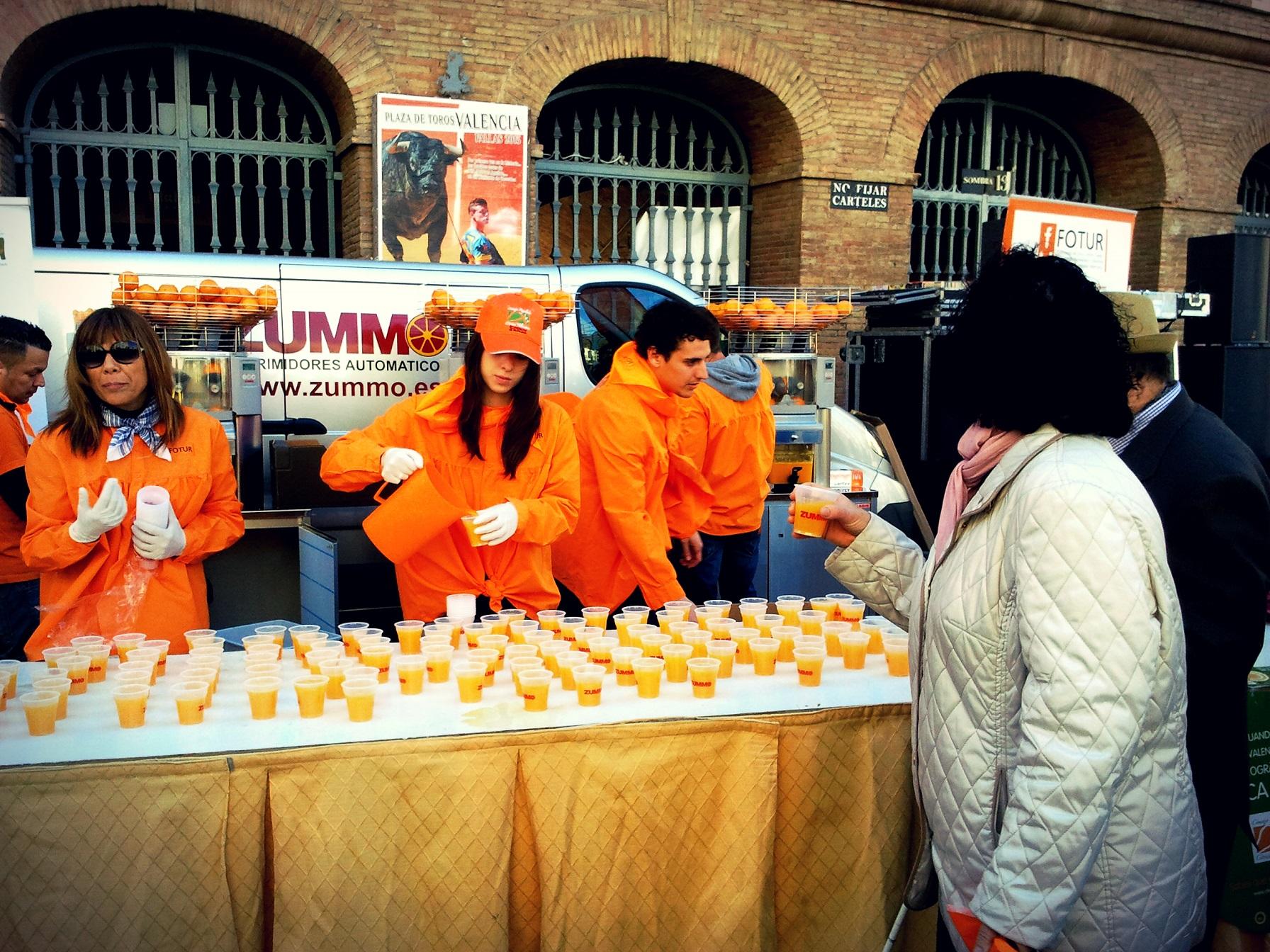 Vuelve la Gran Naranjada y Horchatada Fallera (GRATIS) antes de la Mascletà los días 8 y 9
