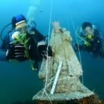Ofrenda de flores a la Mare de Déu dels Desamparats submarina el domingo 21 de mayo