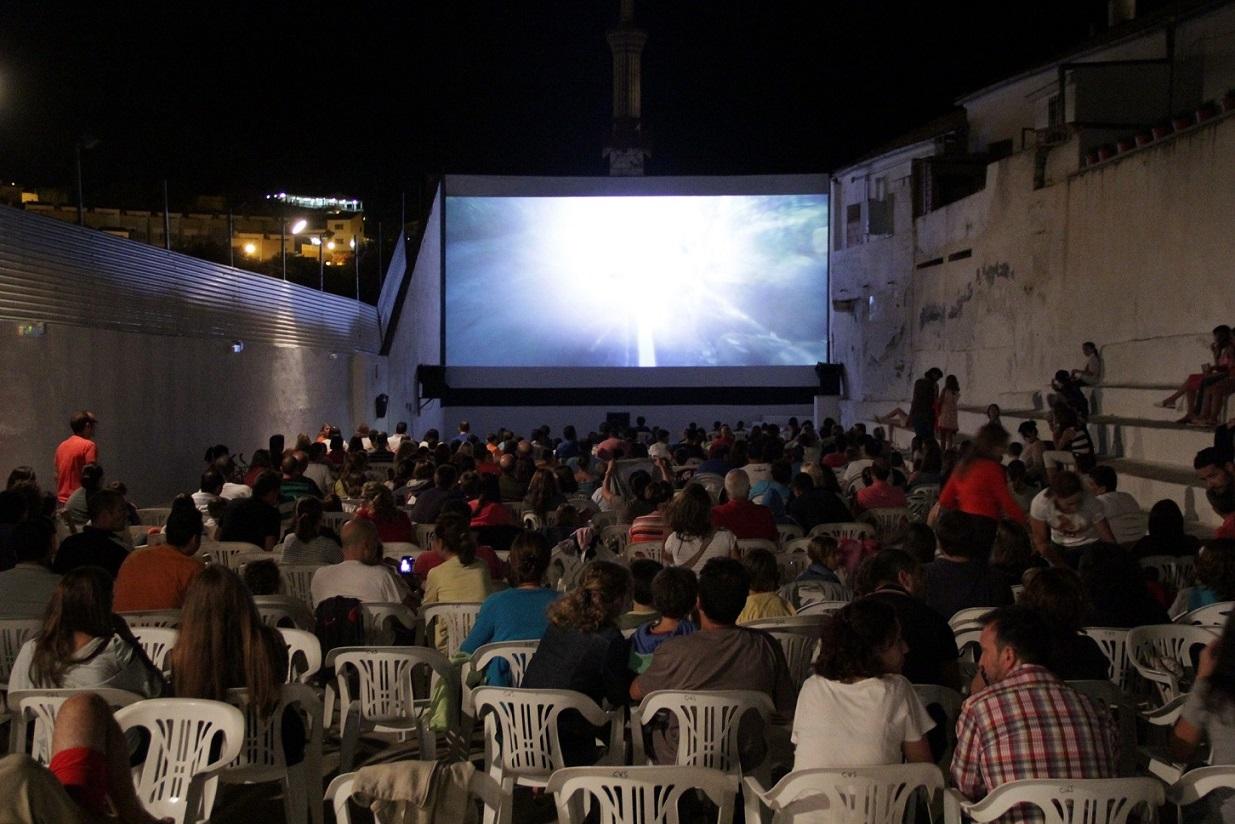 La historia de uno de los cines de verano más antiguos de España: el cine de verano de Serra
