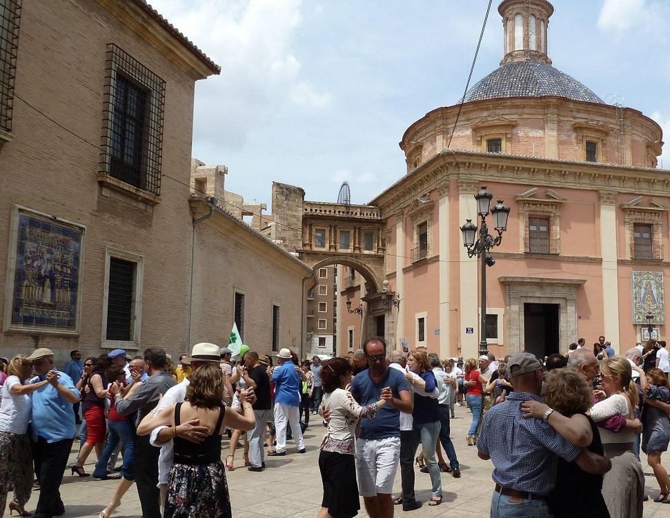 Domingos de tango en las plazas de Valencia: domingo 5 de junio en la plaza de la Virgen