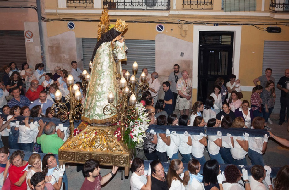 La Imagen Peregrina de la Mare de Déu dels Desamparats visita Paterna después de 25 años