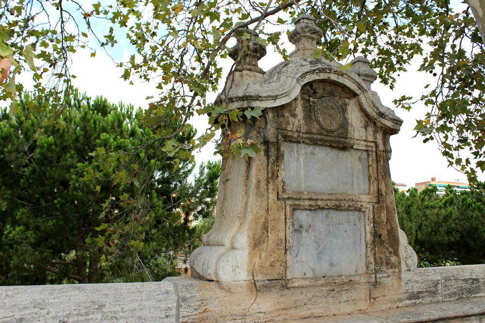 Un monumento en Valencia a Isis, la diosa del trono