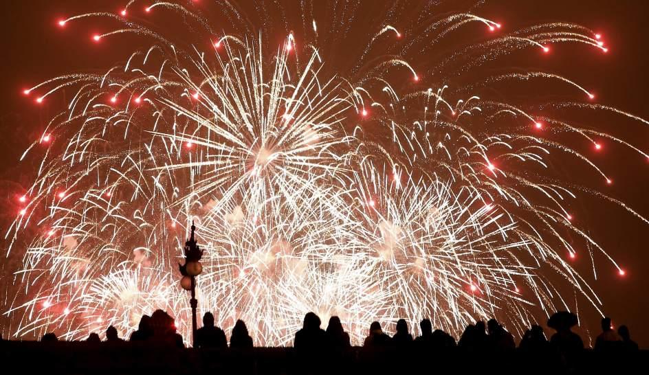 Una mascletà y un castillo de fuegos artificiales para la Festividad de la Comunidad Valenciana