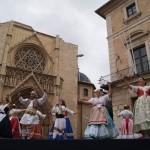 """Los domingos en la Plaza de la Virgen, bailes regionales valencianos con """"Balls al Carrer"""""""