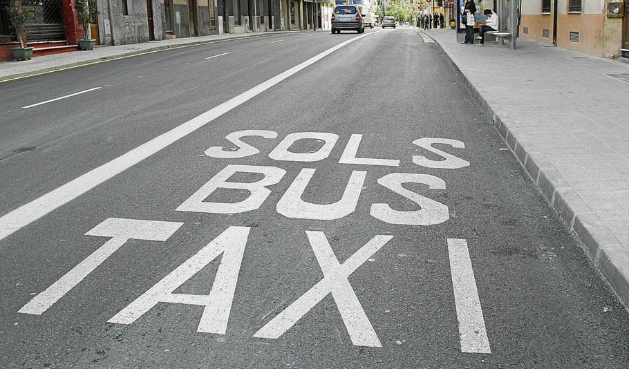 La prohibición de aparcar en el carril bus de Valencia podría llegar a su fin, aunque con limitaciones