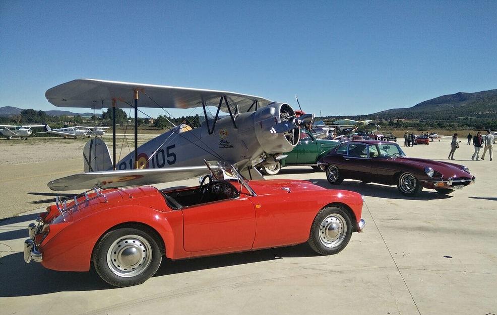 Encuentro Amigos del Motor Clásico en el Aeródromo de Requena con entrada GRATUITA