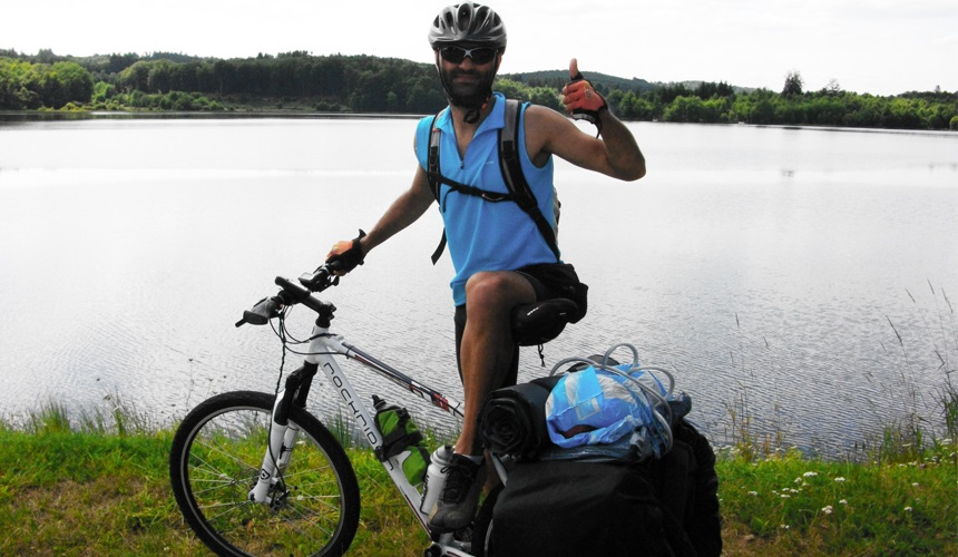 Un valenciano viajará desde Pekín a Monserrat en bici por la Esclerosis Lateral Amiotrófica