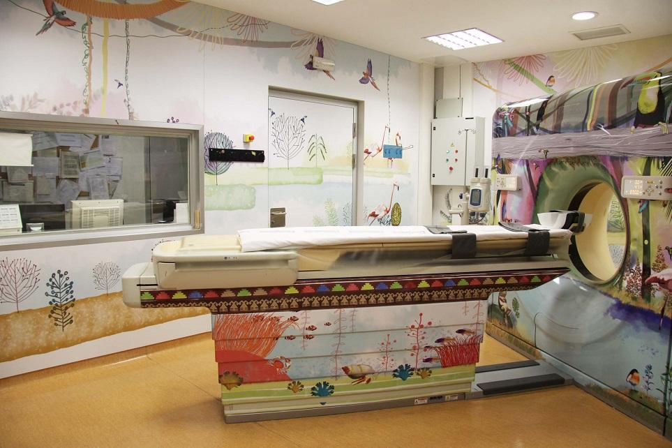 Una selva multicolor para el TAC pediátrico del Hospital La Fe de Valencia