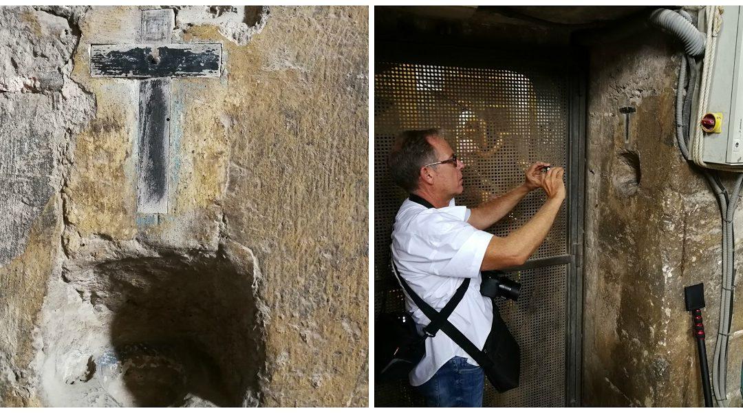 La pequeña pila de agua bendita de la Sala de Campanas de la Torre del Micalet