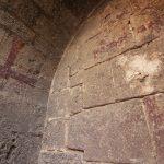 Las pinturas murales medievales exteriores de la Iglesia de los Santos Juanes