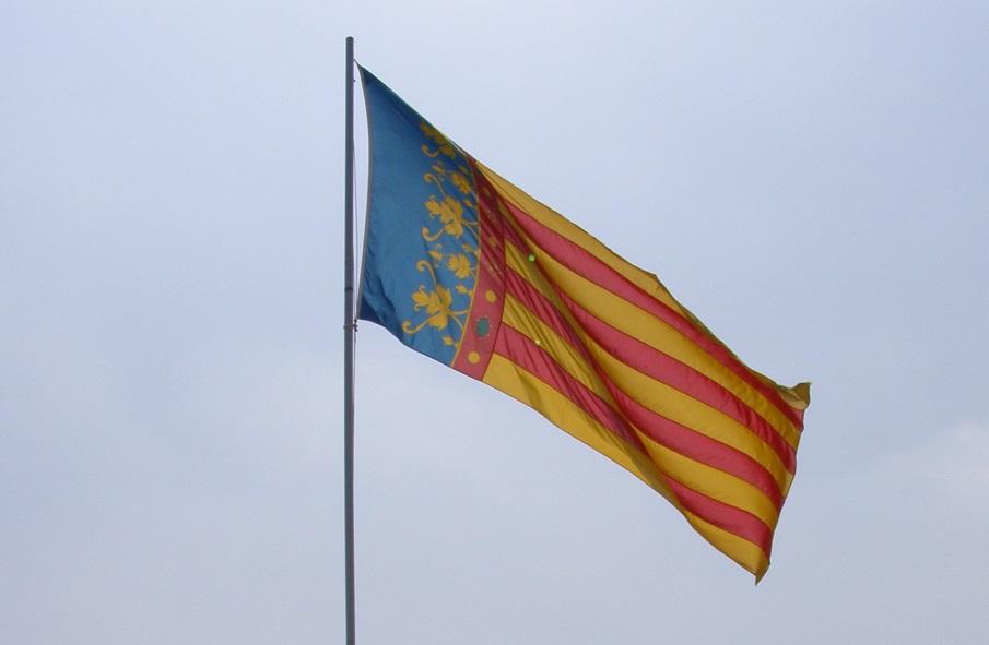 ¿Sabías que la Real Señera valenciana no se inclina ante nada ni nadie, solamente ante Dios?