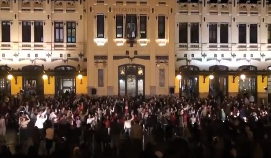 Flashmob solidario de salsa por los animales abandonados en Valencia