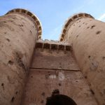 Los agujeros de las Torres de Quart y el porqué de la bandera de España en ellas