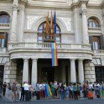Valencia celebra el Día Internacional contra la LGTBIfobia con un colgamiento de banderas LGTB