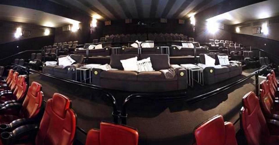 Así es la sala de cine donde podrás ver una peli como si estuvieras en el salón de tu casa