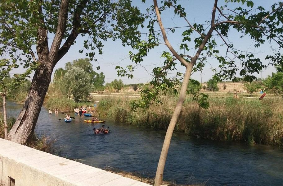 El área recreativa L'Explanada de Riba-roja de Túria: un rincón perfecto del Turia para el baño