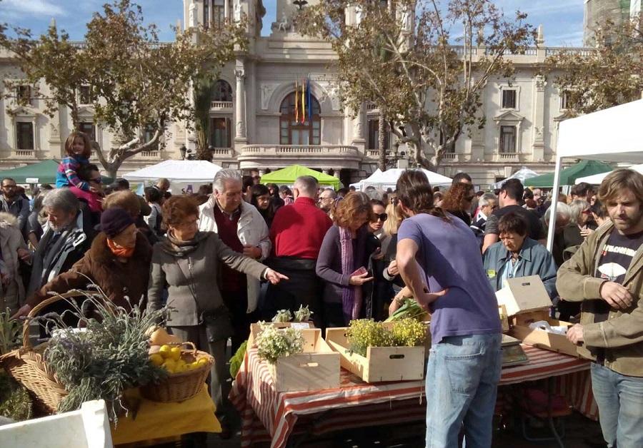 La gran fiesta los mercados extraordinarios llega a la plaza del Ayuntamiento de Valencia