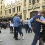 Exhibición de tango y milonga junto a la Estación del Norte de Valencia
