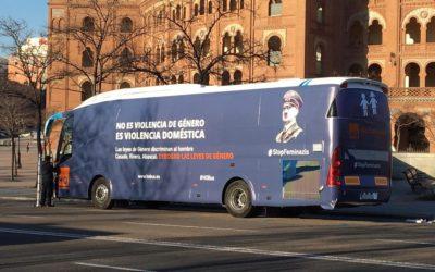 El autobús de HazteOir es interceptado en Valencia por incumplir la ITV con sus vinilos
