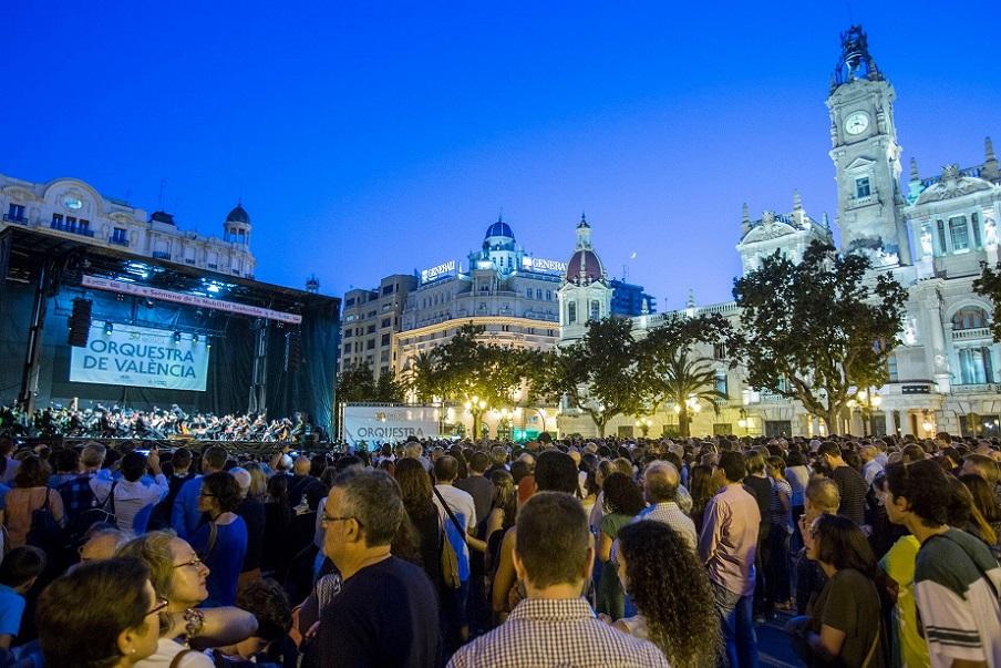 Gran concierto gratuito de la Orquesta de Valencia en la plaza del Ayuntamiento de Valencia