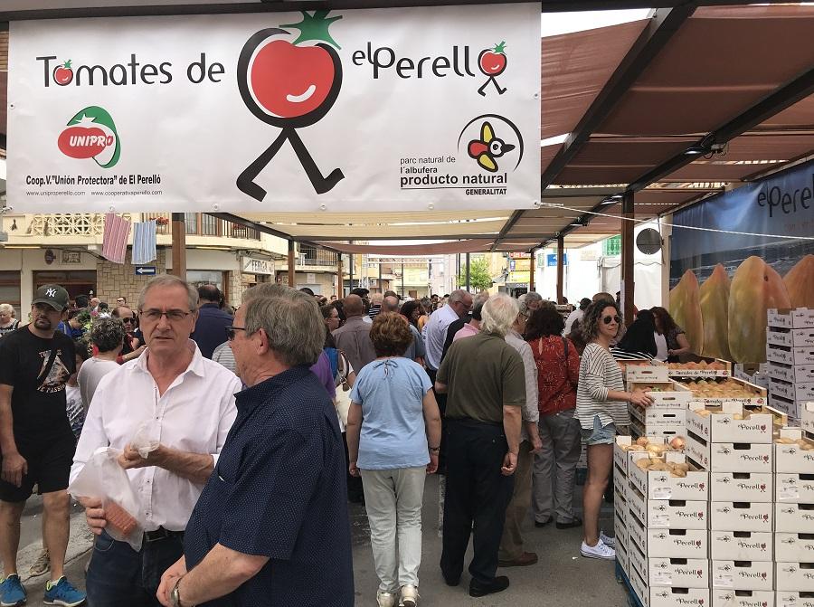 El Perelló celebra una nueva edición de su gran feria del tomate