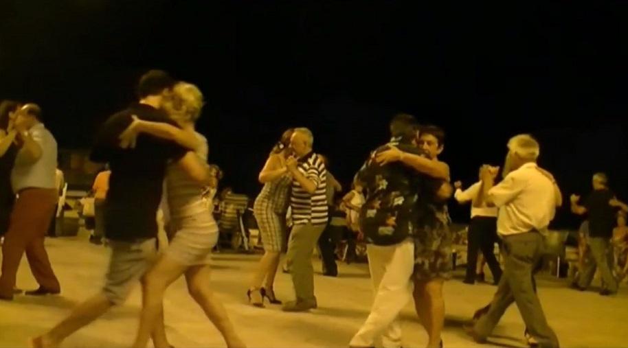 En julio y agosto, espectáculos y bailes populares gratuitos junto al mar en Valencia