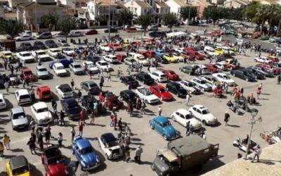 Gran concentración de coches clásicos en El Puig de Santa Maria
