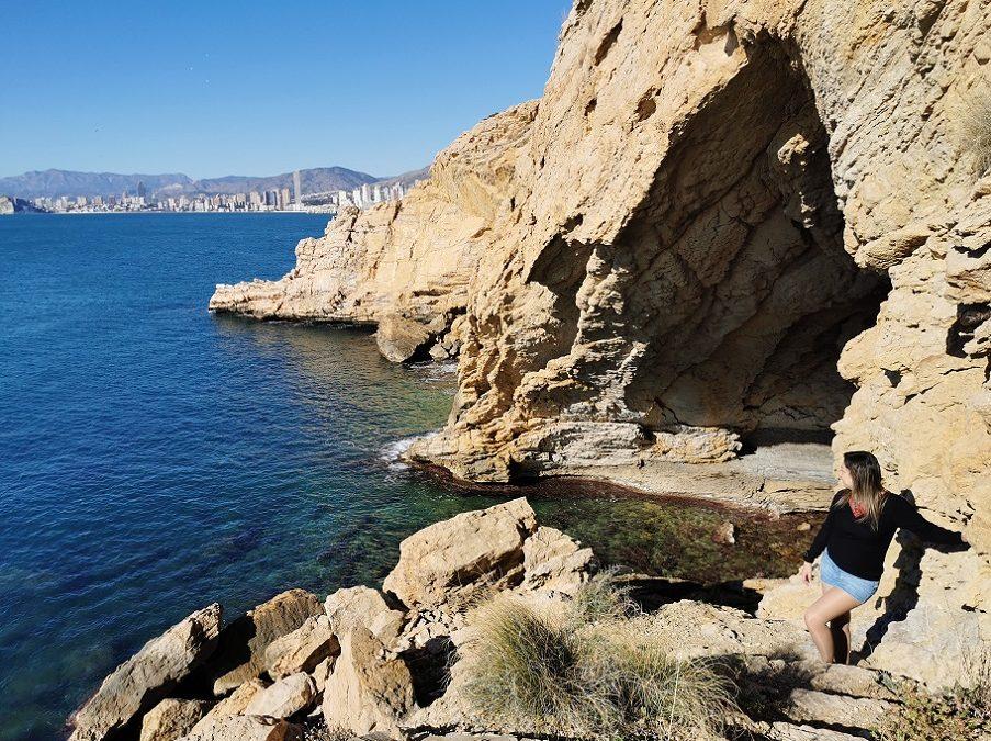 La Cueva del Barbero, la escondida cueva de Benidorm con una cala rocosa en su interior
