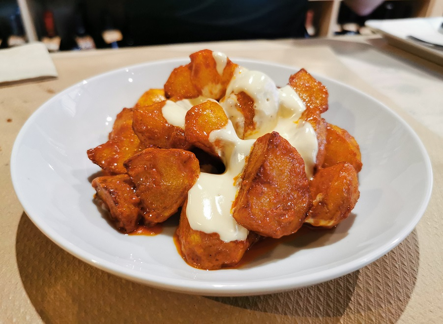 Las famosas bravas del Torrescal de Requena pueden comerse en Valencia