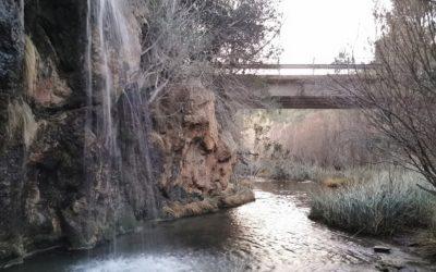 La pequeña poza y cascada del Peñón de Mijares, rincón junto a la Masía del Peñón de Yátova