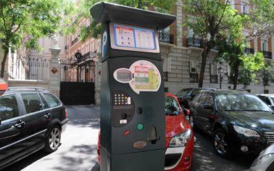 Valencia creará una zona verde de aparcamiento solo para residentes en Ciutat Vella y Russafa