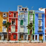 Las casitas de colores de La Vila Joiosa, pintorescas casas en primera línea con fachadas coloristas