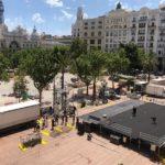 Poesía y música en recuerdo a las víctimas del COVID-19 en la plaza del Ayuntamiento