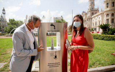 Valencia instala tres fuentes de agua potable y refrigerada en varios puntos de la ciudad