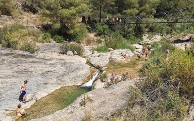La Badina, una preciosa zona de baño de Castellón junto a un puente colgante