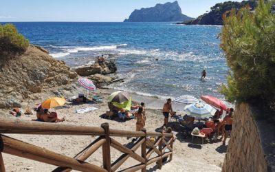 Cala Els Pinets, una preciosa cala de Benissa de canto rodado y roca