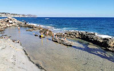 La Mar Morta, la piscina natural de Benissa que hay junto a la Cala Els Pinets