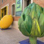 Las frutas y verduras XXL de HortAttack regresan a Valencia por el Día Mundial de la Alimentación