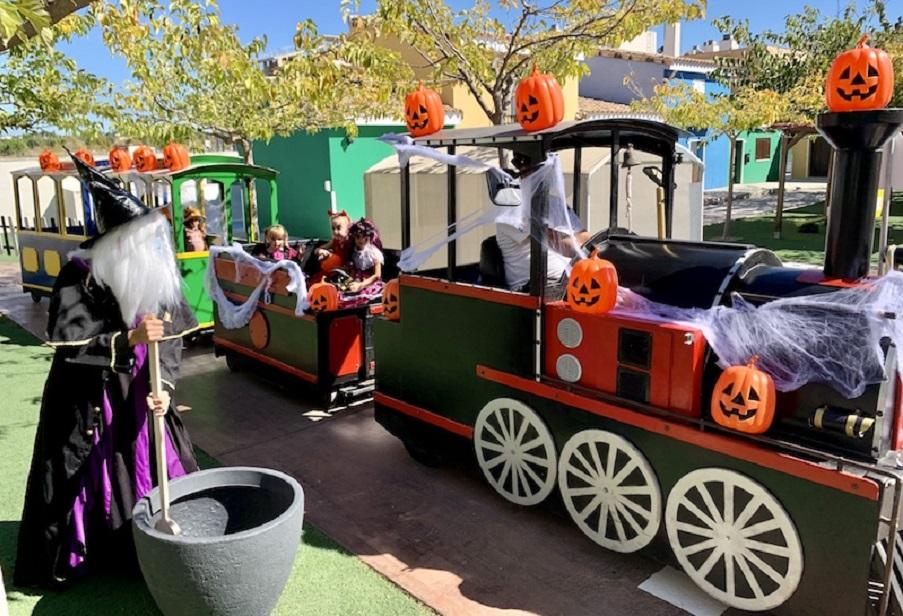 Vialdea, un mini pueblecito para peques, acoge un Halloween terroríficamente divertido