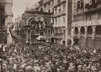 Imagen del Homenaje a Blasco Ibáñez en Valencia en 1921. Foto extraída de la Biblioteca Valenciana Digital