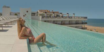 UNIQ y su piscina infinity de Gandia. Foto Hotel RH Bayren & Spa